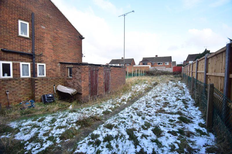 3 bedroom Semi-Detached  to buy in Carteret Road, Luton - Photo 8