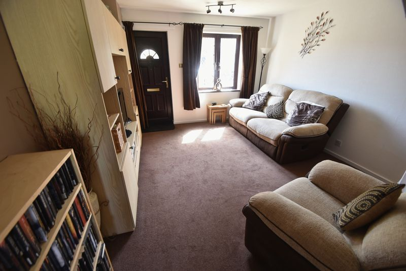 2 bedroom Mid Terrace to buy in Elveden Close, Luton - Photo 2