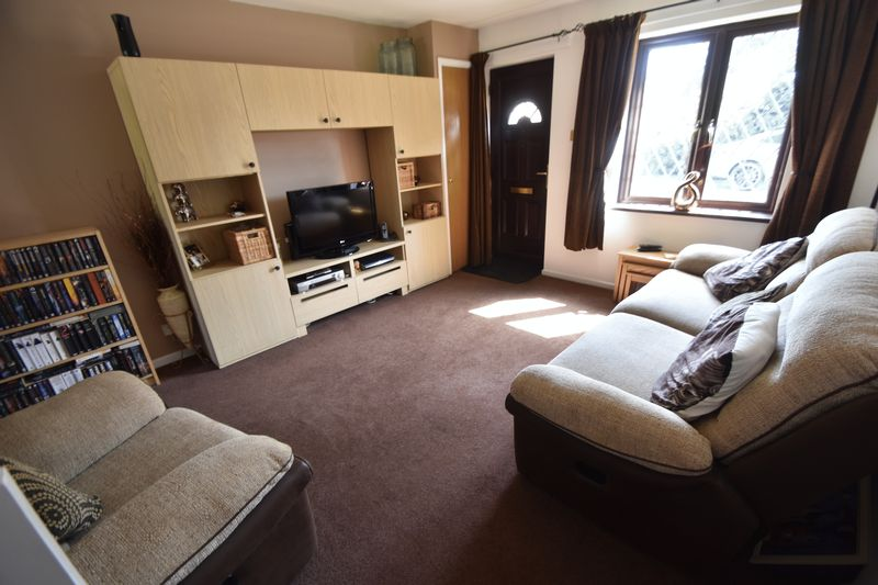 2 bedroom Mid Terrace to buy in Elveden Close, Luton - Photo 3