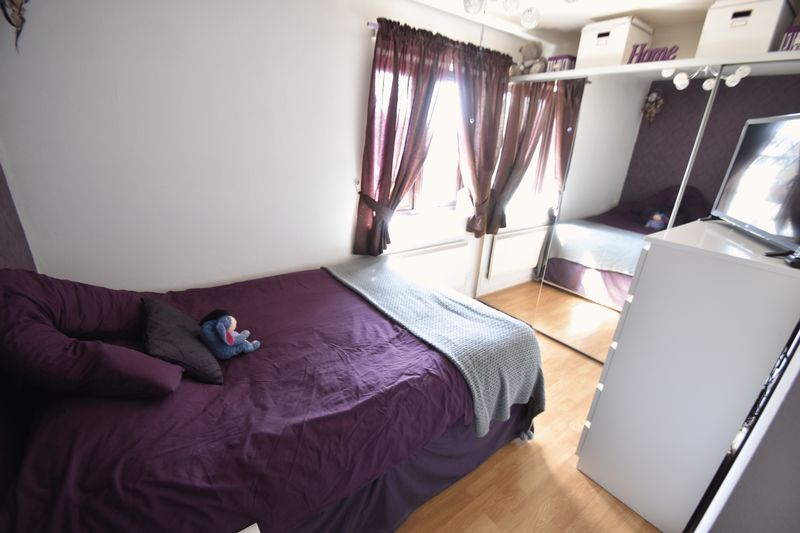 2 bedroom Mid Terrace to buy in Elveden Close, Luton - Photo 9