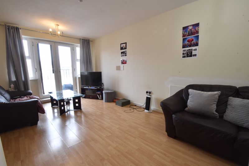 2 bedroom Flat to buy in Holly Street, Luton - Photo 1