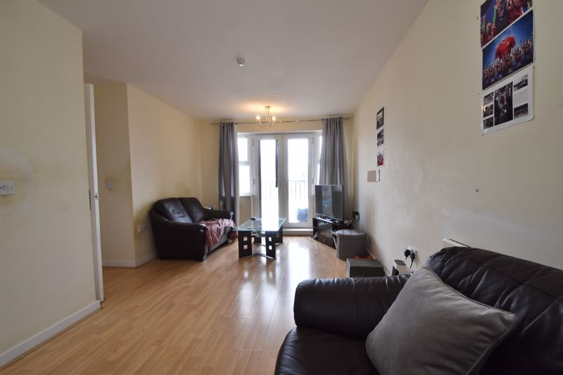 2 bedroom Flat to buy in Holly Street, Luton - Photo 2