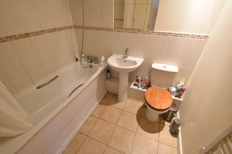 2 bedroom Flat to buy in Holly Street, Luton - Photo 4