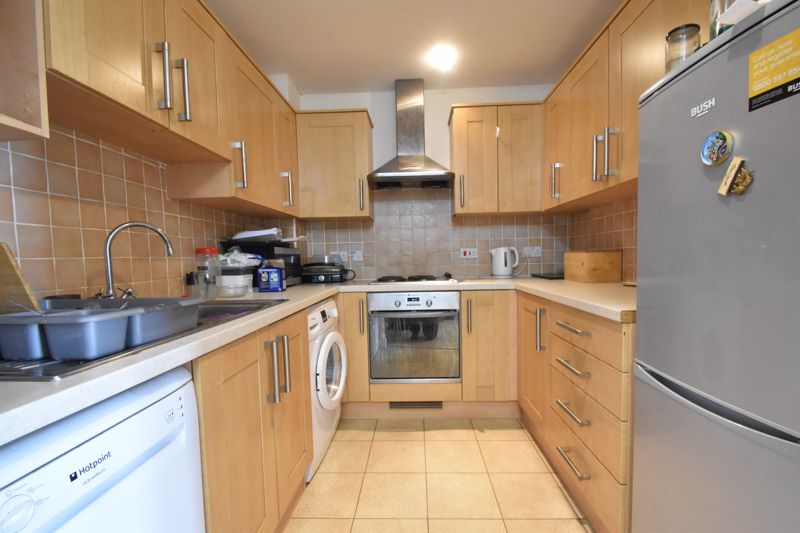 2 bedroom Flat to buy in Holly Street, Luton - Photo 5