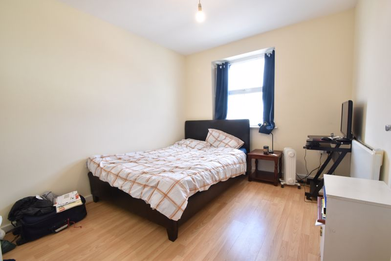 2 bedroom Flat to buy in Holly Street, Luton - Photo 7