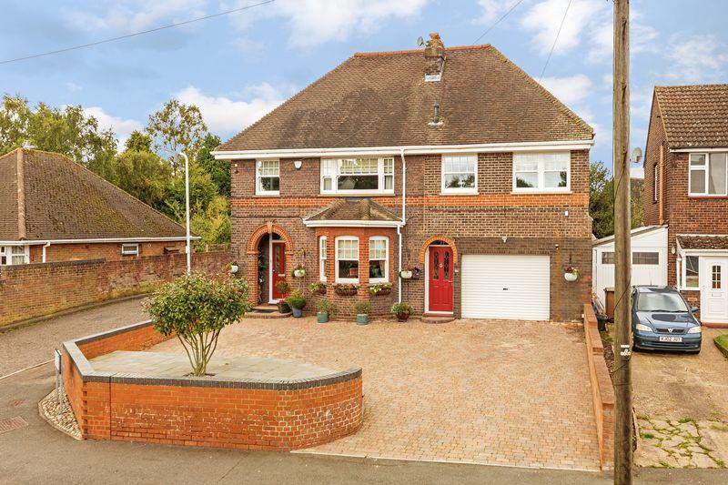 4 bedroom Detached  to buy in  Ashcroft Road, Luton