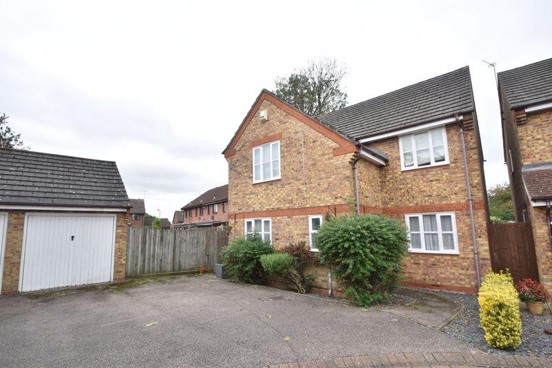 4 bedroom Detached  to buy in Mossman Drive, Luton