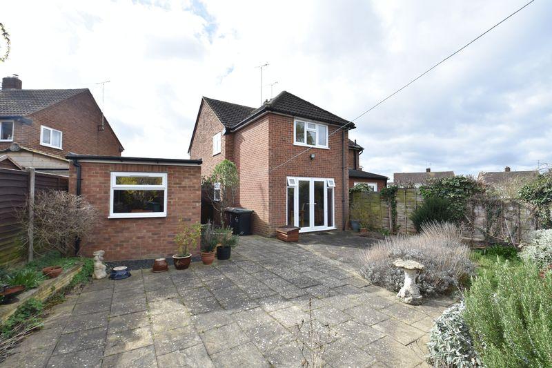 3 bedroom Semi-Detached  to buy in Oakwood Drive, Luton