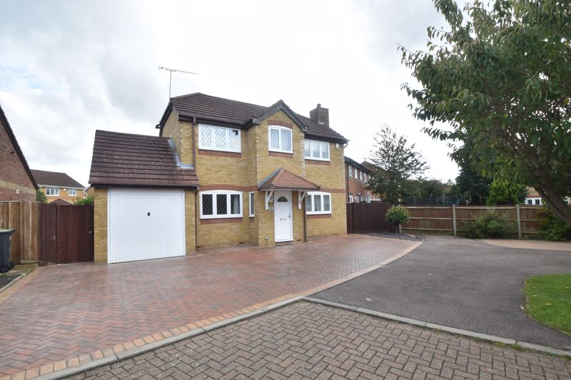 4 bedroom Detached  to buy in The Magpies, Luton
