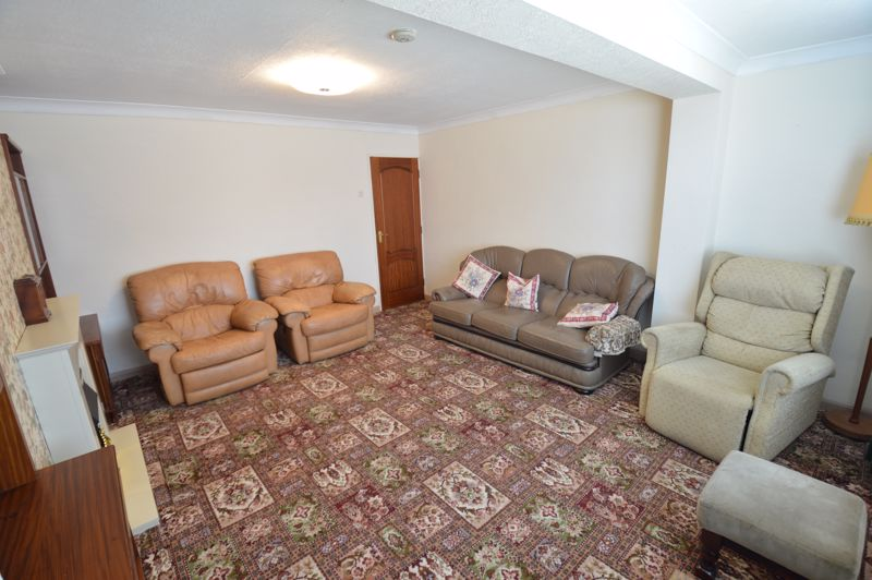 2 bedroom Semi-Detached  to buy in Mossbank Avenue, Luton - Photo 2