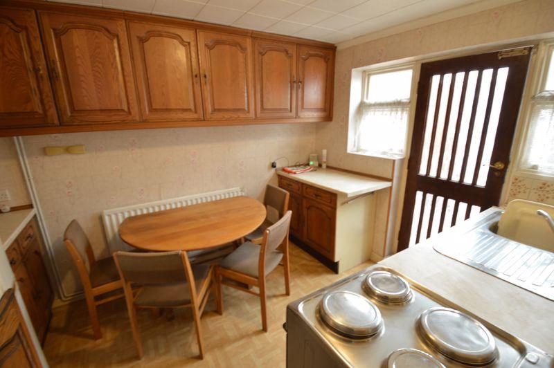 2 bedroom Semi-Detached  to buy in Mossbank Avenue, Luton - Photo 4