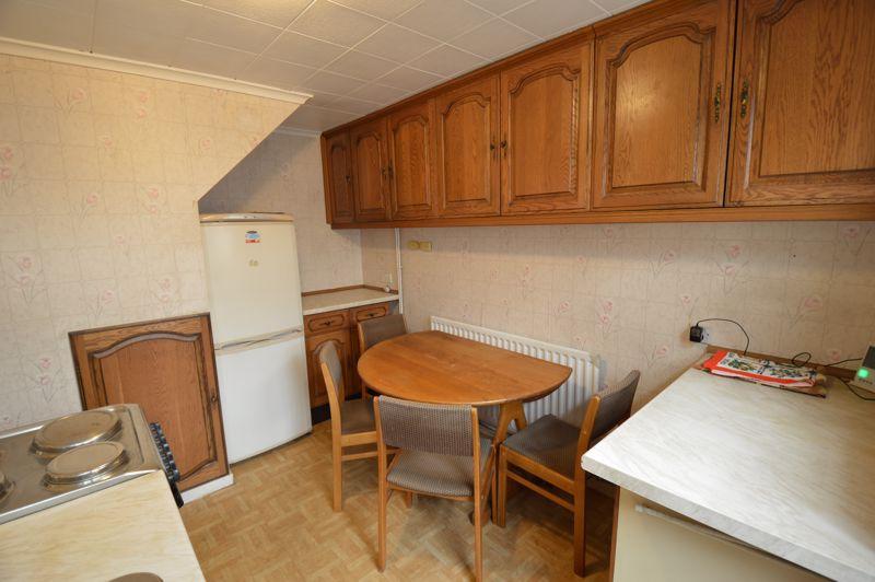2 bedroom Semi-Detached  to buy in Mossbank Avenue, Luton - Photo 5