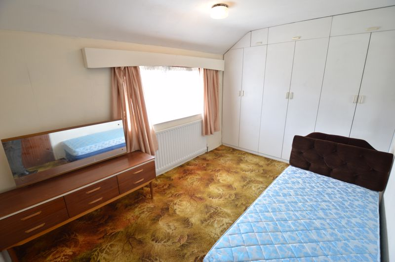 2 bedroom Semi-Detached  to buy in Mossbank Avenue, Luton - Photo 8