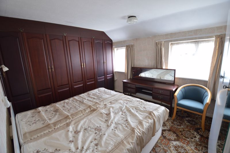 2 bedroom Semi-Detached  to buy in Mossbank Avenue, Luton - Photo 10