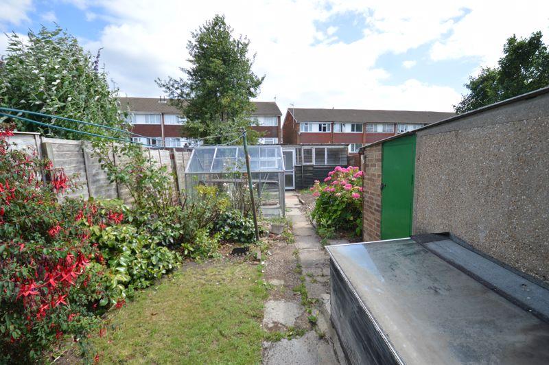 2 bedroom Semi-Detached  to buy in Mossbank Avenue, Luton - Photo 14