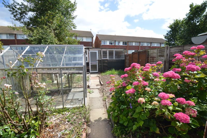 2 bedroom Semi-Detached  to buy in Mossbank Avenue, Luton - Photo 15