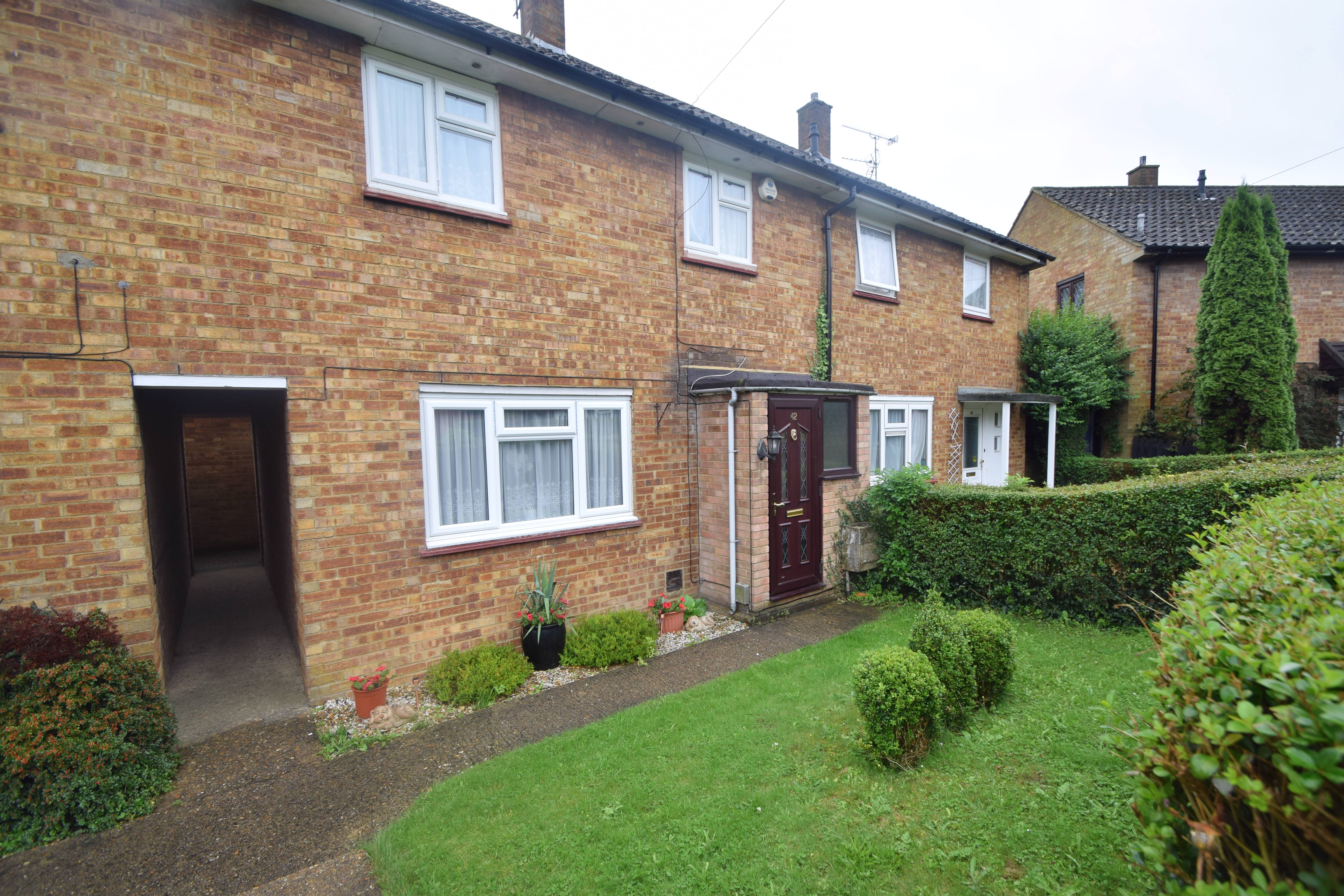 2 bedroom Mid Terrace to buy in Bank Close, Luton