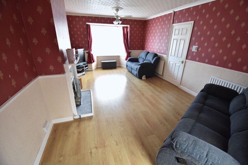 3 bedroom Semi-Detached  to buy in Cowridge Crescent, Luton - Photo 2