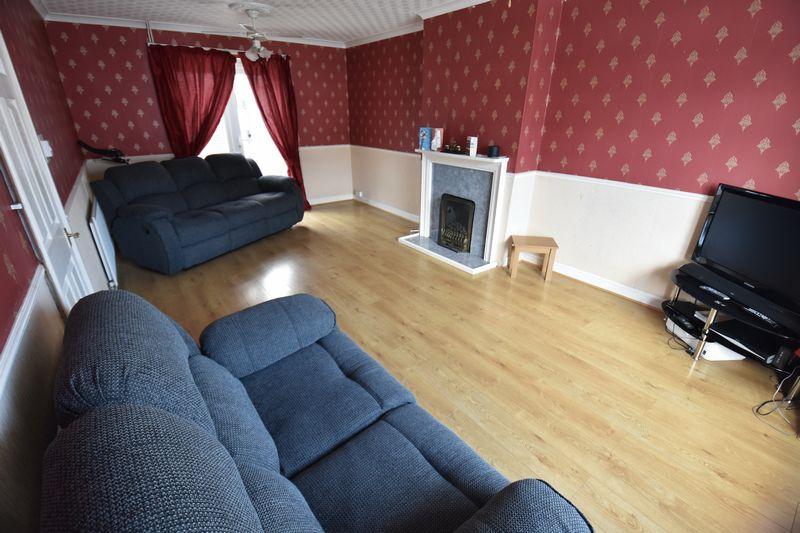 3 bedroom Semi-Detached  to buy in Cowridge Crescent, Luton - Photo 3