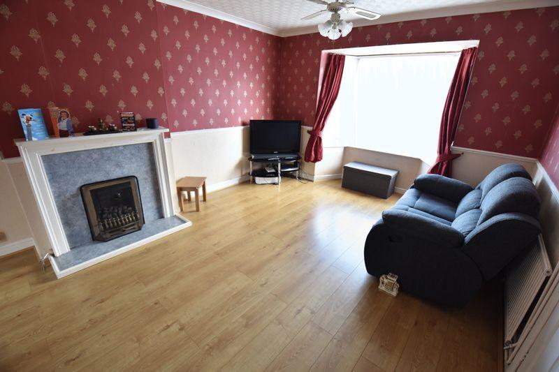 3 bedroom Semi-Detached  to buy in Cowridge Crescent, Luton - Photo 4