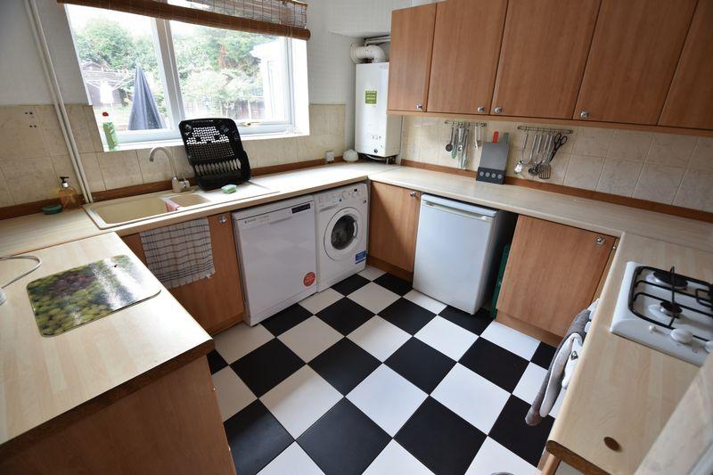 3 bedroom Semi-Detached  to buy in Cowridge Crescent, Luton - Photo 6