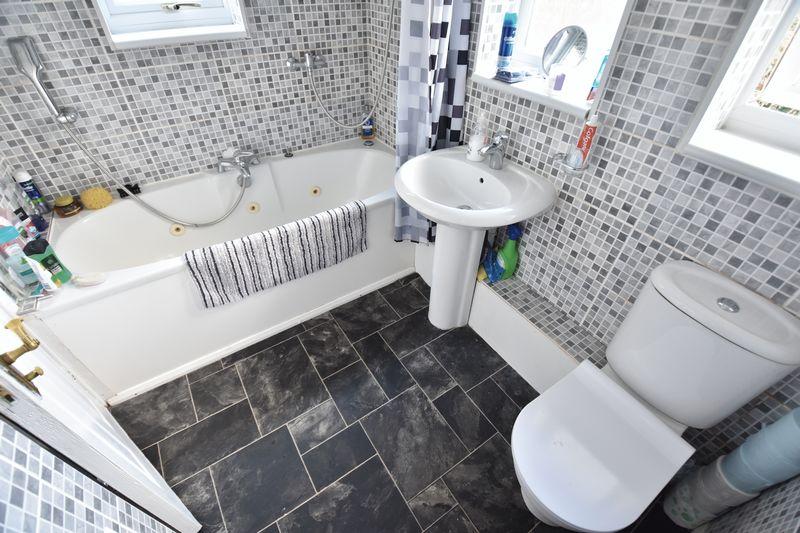 3 bedroom Semi-Detached  to buy in Cowridge Crescent, Luton - Photo 10