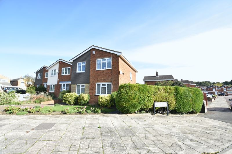 3 bedroom Detached  to buy in Benson Close, Luton