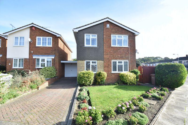 3 bedroom Detached  to buy in Benson Close, Luton - Photo 5