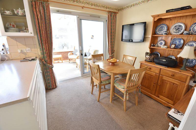 3 bedroom Detached  to buy in Benson Close, Luton - Photo 9