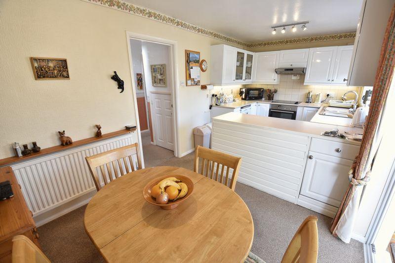 3 bedroom Detached  to buy in Benson Close, Luton - Photo 10