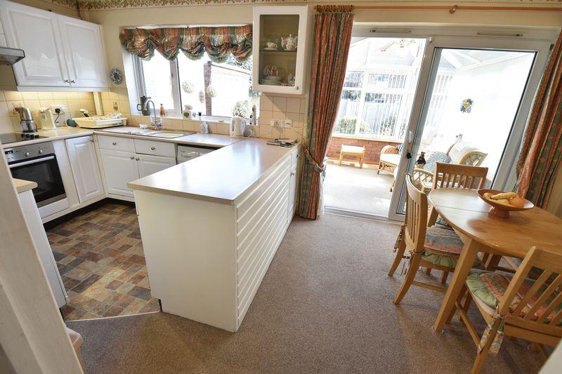 3 bedroom Detached  to buy in Benson Close, Luton - Photo 11