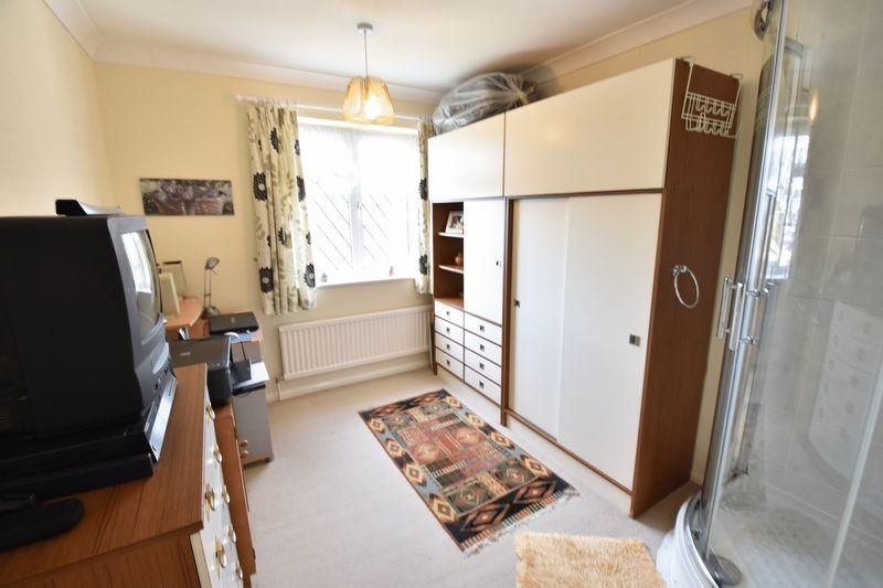 3 bedroom Detached  to buy in Benson Close, Luton - Photo 17