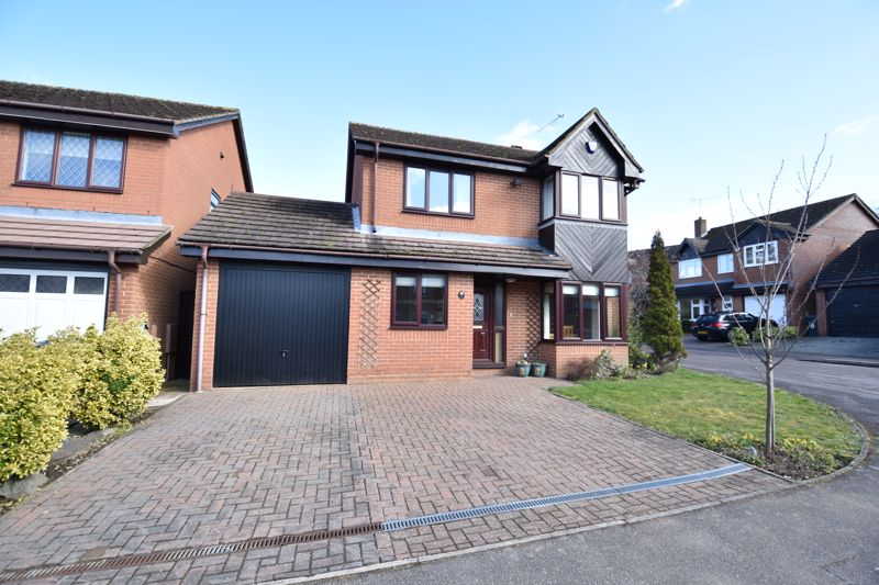 4 bedroom Detached  to buy in Lorimer Close, Luton