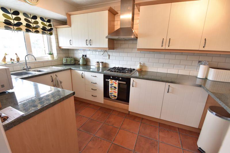 3 bedroom Semi-Detached  to buy in Beaconsfield, Luton - Photo 10