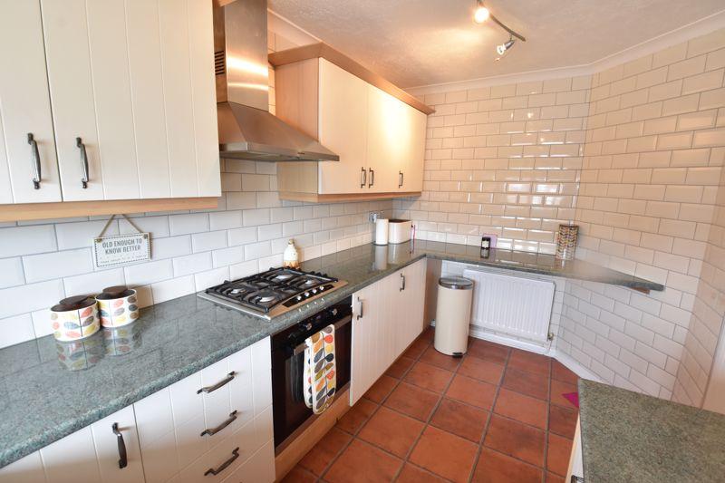 3 bedroom Semi-Detached  to buy in Beaconsfield, Luton - Photo 11