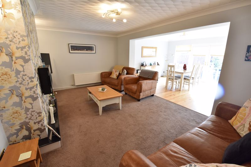 3 bedroom Semi-Detached  to buy in Beaconsfield, Luton - Photo 12
