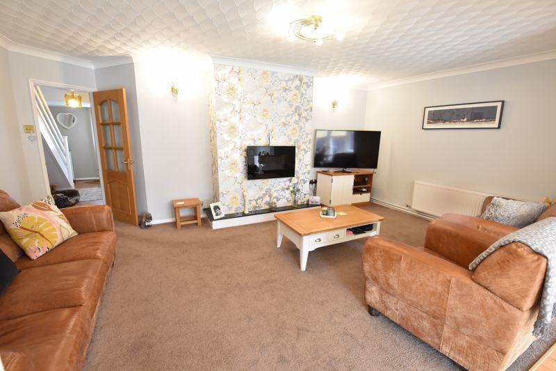 3 bedroom Semi-Detached  to buy in Beaconsfield, Luton - Photo 13