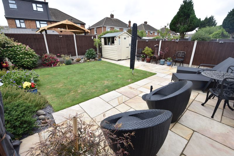 3 bedroom Semi-Detached  to buy in Beaconsfield, Luton - Photo 3