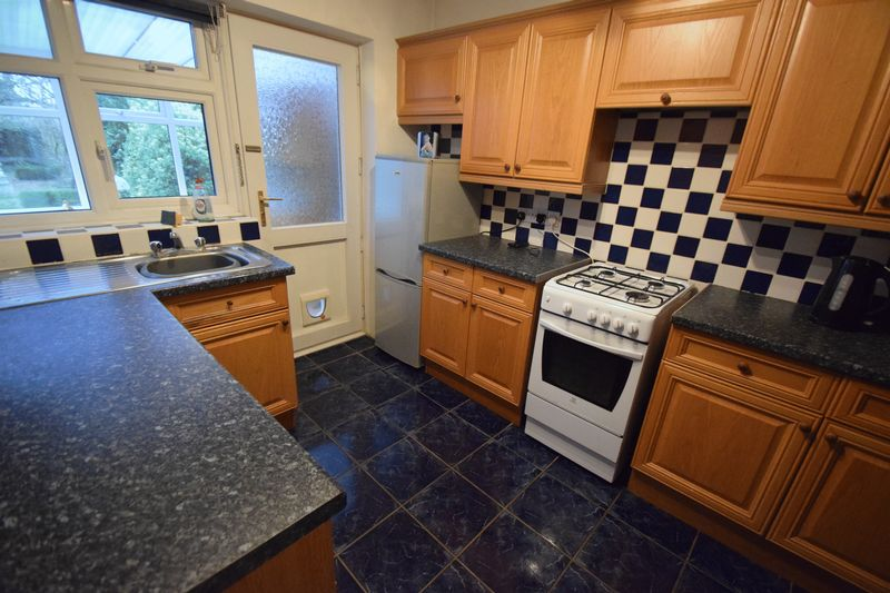 2 bedroom Semi-Detached  to buy in Peartree Road, Luton - Photo 4