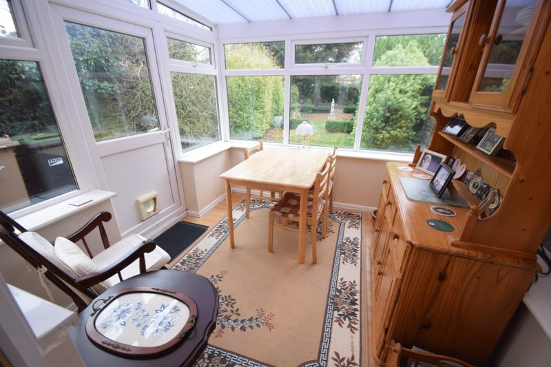2 bedroom Semi-Detached  to buy in Peartree Road, Luton - Photo 5