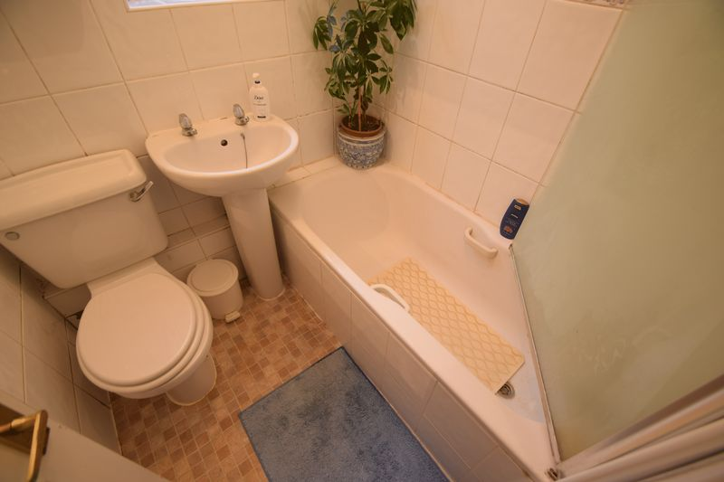 2 bedroom Semi-Detached  to buy in Peartree Road, Luton - Photo 6