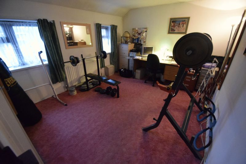 2 bedroom Semi-Detached  to buy in Peartree Road, Luton - Photo 7