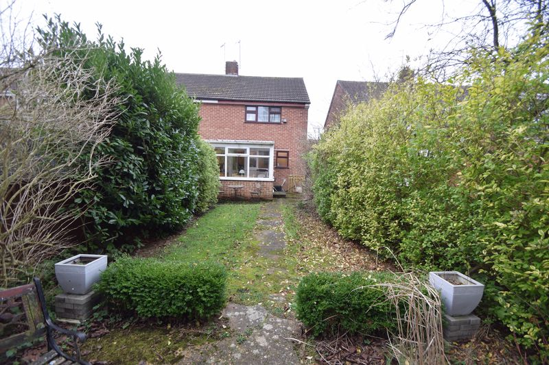 2 bedroom Semi-Detached  to buy in Peartree Road, Luton - Photo 10