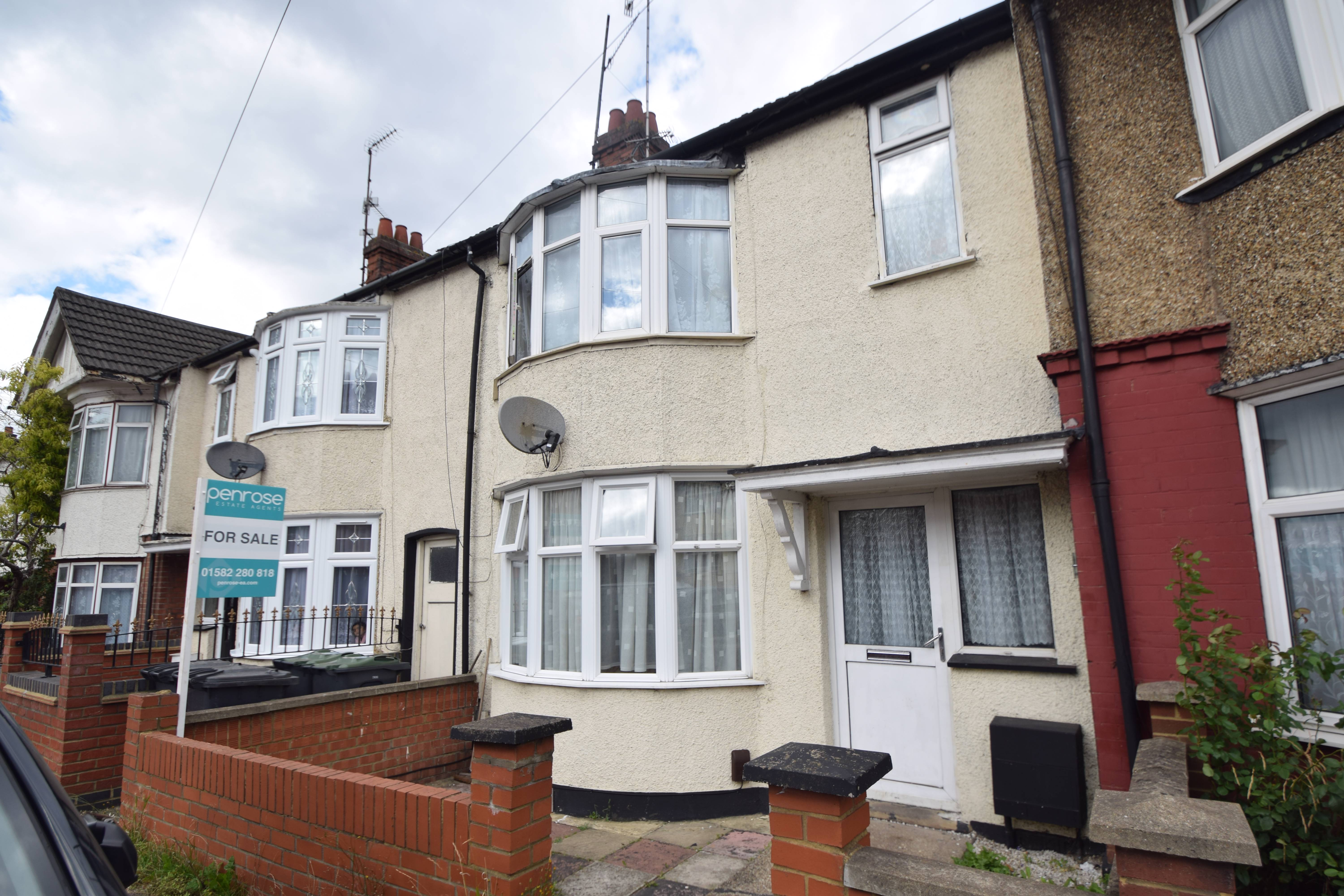2 bedroom Mid Terrace to buy in Selbourne Road, Luton