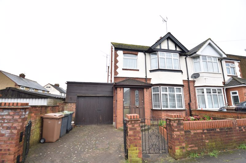 3 bedroom Semi-Detached  to buy in Felix Avenue, Luton