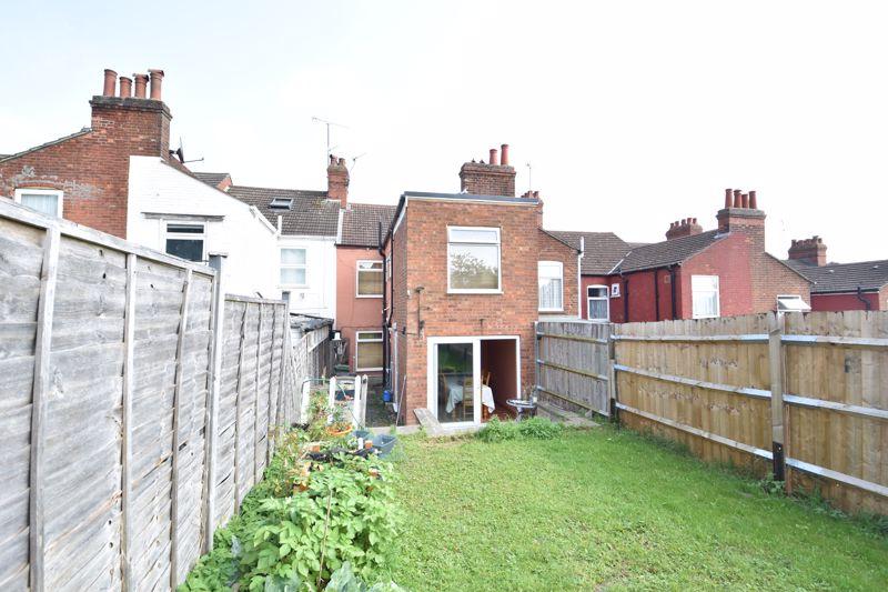 3 bedroom  to buy in Colin Road, Luton - Photo 2