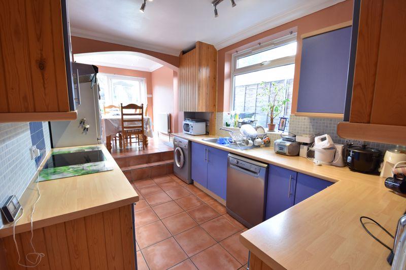 3 bedroom  to buy in Colin Road, Luton - Photo 3