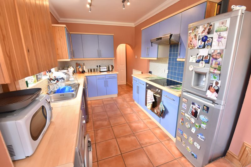 3 bedroom  to buy in Colin Road, Luton - Photo 5