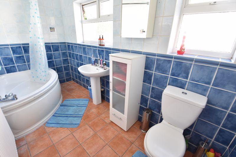 3 bedroom  to buy in Colin Road, Luton - Photo 11