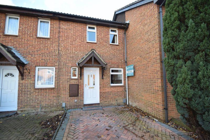 2 bedroom Mid Terrace to buy in Glenfield Road, Luton